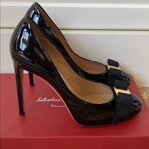 Ferragamo RILLY Nero Black Patent Pumps